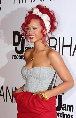 Bardziej kobieca Rihanna (FOTO)