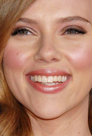 Scarlett Johansson sprzedaje zużytą chusteczkę higieniczną
