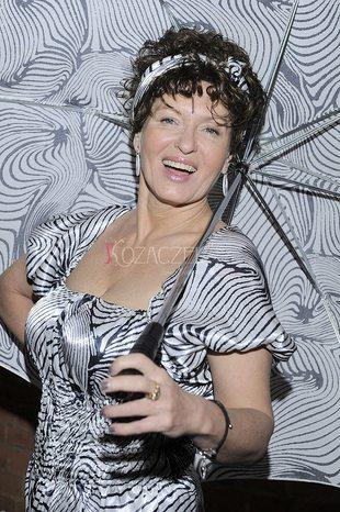 Sexy Ewa Kasprzyk na premierze sztuki (FOTO)