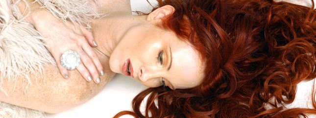 Co to za rudowłosa piękność?