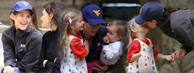 Jennifer Garner z córeczkami w parku (FOTO)