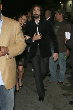 Adrien Brody z piękną szatynką (FOTO)