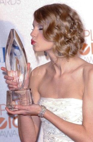 Taylor Swift dostała następną nagrodę (FOTO)