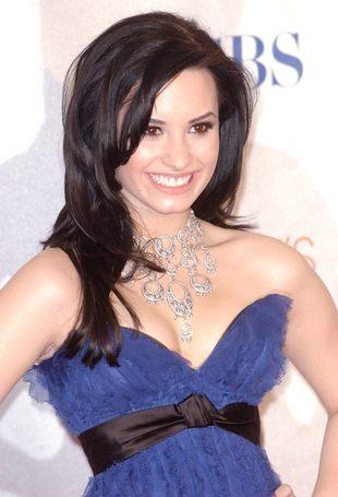 Demi Lovato pręży biust (FOTO)