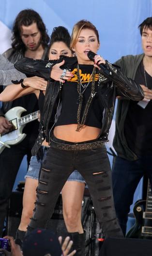 Miley Cyrus na zakupy chodzi do Wal-Martu (FOTO)