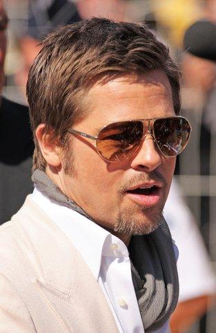 Brad Pitt myje się chusteczkami dla niemowląt