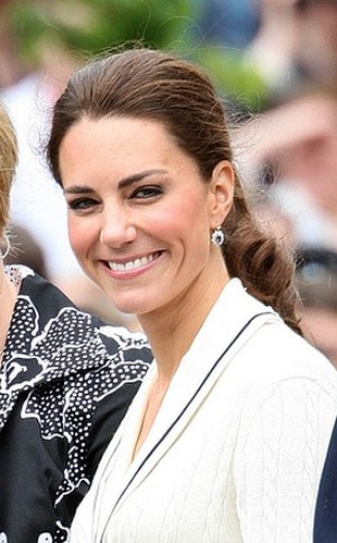 Książę William podarował Kate ulubione kolczyki Diany