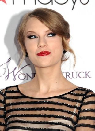 Taylor Swift promuje swoje perfumy (FOTO)