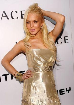 Lindsay Lohan w różowym odblaskowym bikini (FOTO)