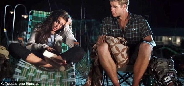 Miley Cyrus na plaży z Liamem Hemsworthem