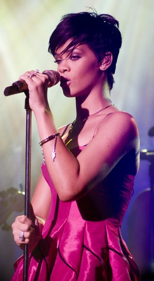 Rihanna nosi gorset za 10 euro