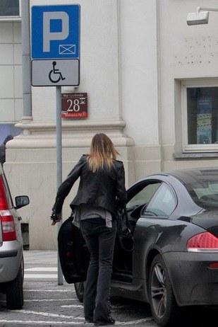 Maja Sablewska staje na miejscu dla inwalidów (FOTO)