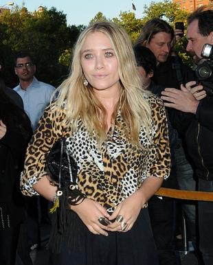 Poważna i drapieżna - siostry Olsen na premierze (FOTO)