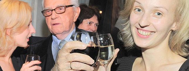 Kamila Łapicka w szampańskim nastroju (FOTO)