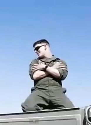 Żołnierze z Afganistanu śpiewają piosenkę Britney Spears