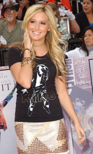 Ashley Tisdale - cekiny i koszulka z Jacko (FOTO)