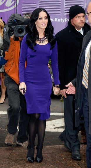 Katy Perry wciąż promuje perfumy (FOTO)