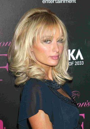 Paris Hilton wystawia wabiki