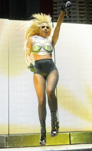 Lady GaGa straszy na ulicy (FOTO)