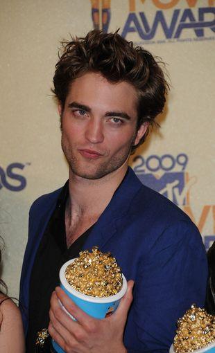 Musieli domalować mięśnie Robertowi Pattinsonowi