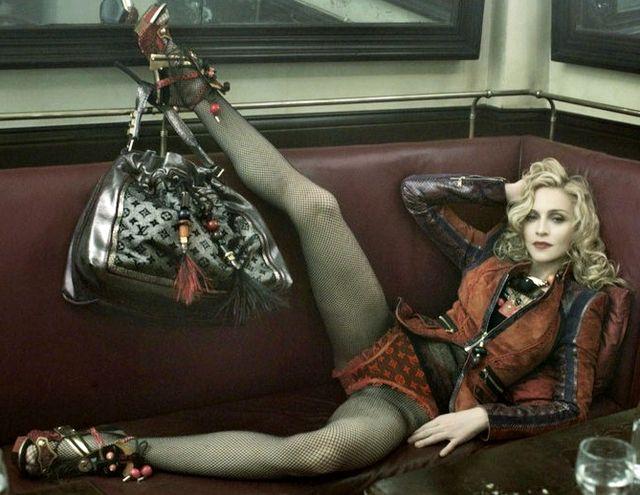 Rozkraczona Madonna w reklamie LV (FOTO)