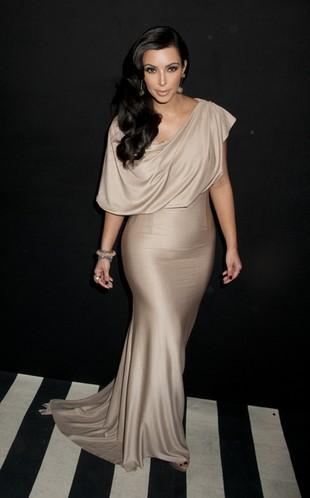 Co Kim Kardashian zrobiła z tortem weselnym?