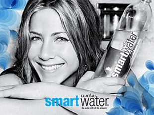 Jennifer Aniston pokazała swój płaski brzuszek (FOTO)