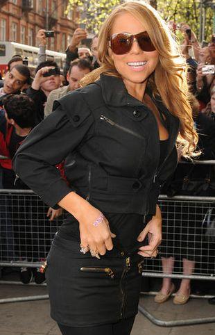 Mariah Carey potknęła się podczas talk-show! (VIDEO)