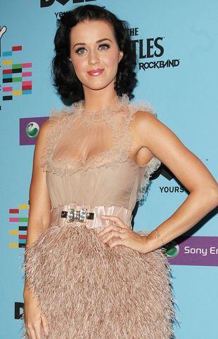 Katy Perry topless w roli Świętego Mikołaja (FOTO)