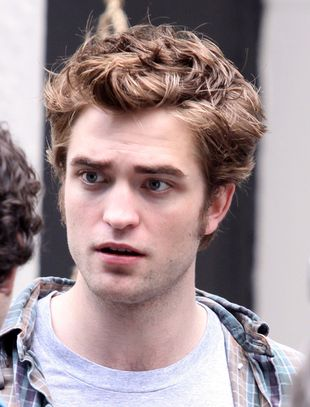 Robert Pattinson z papierosem (FOTO)