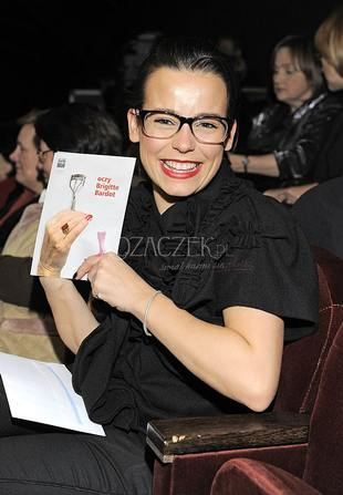 Anna Mucha w okularach (FOTO)