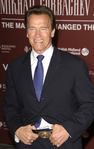 Arnold Schwarzenegger przesadził z tą koszulką? (FOTO)