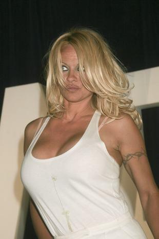 Pamela Anderson przyszła w majtkach na wernisaż