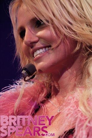 Britney Spears oszukuje fanów!