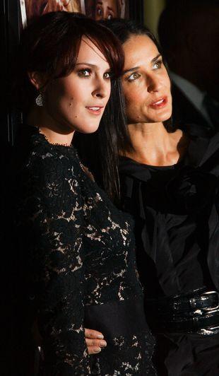 Demi Moore uczy córkę Rumer tańca na rurze
