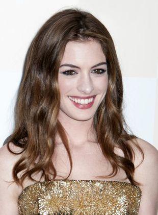Anne Hathaway płacze w swojej pierwszej reklamie (VIDEO)