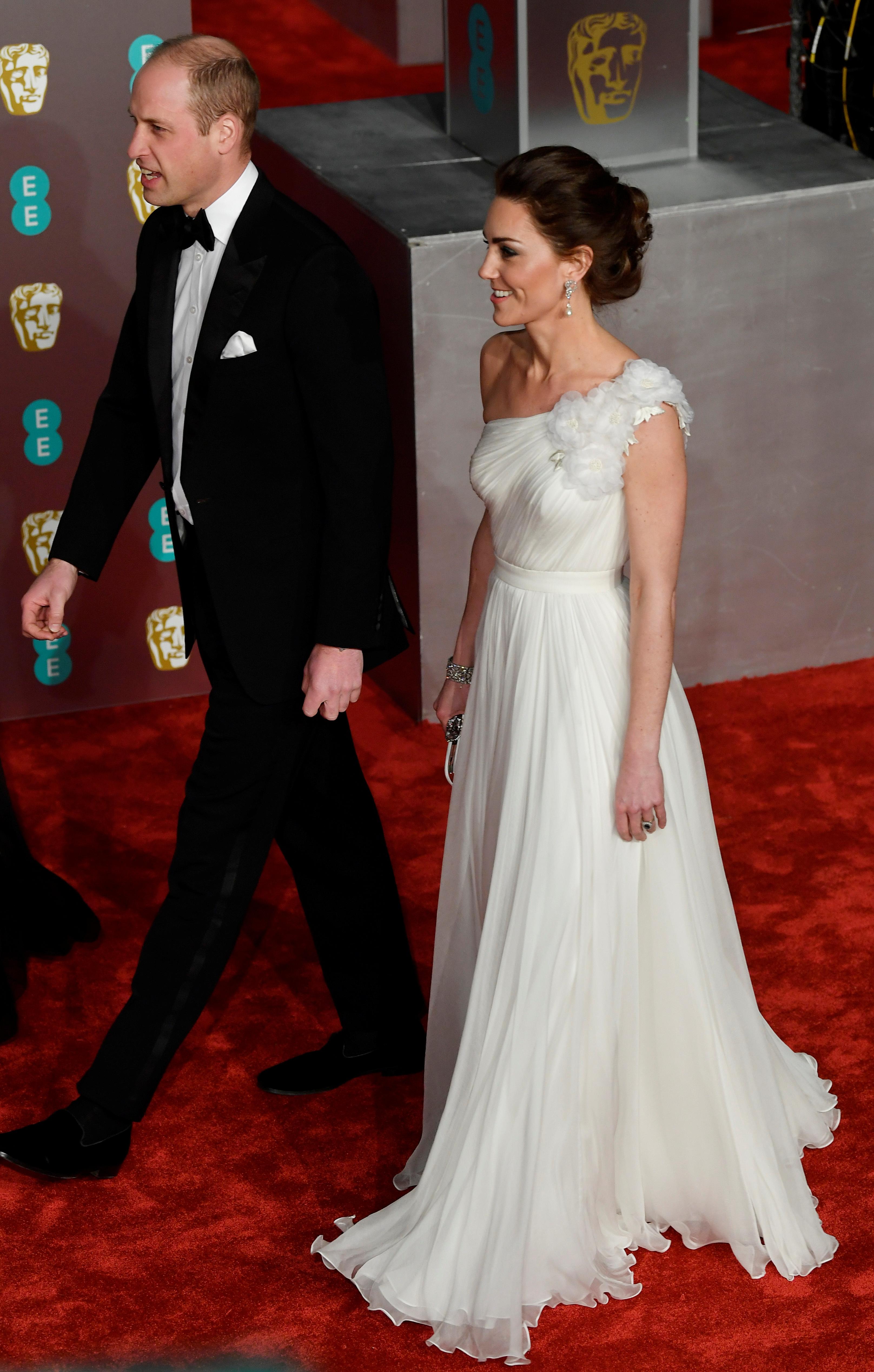Kate Middleton jak gwiazda filmowa! Księżna w wieczorowej kreacji zrobiła furorę