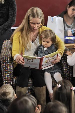 Magdalena Cielecka czyta dzieciom (FOTO)