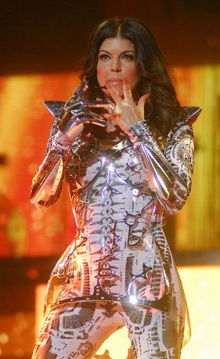 Fergie na koncertach zmienia się w robota (FOTO)