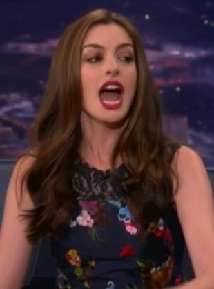 Jak rapuje Anne Hathaway? (VIDEO)