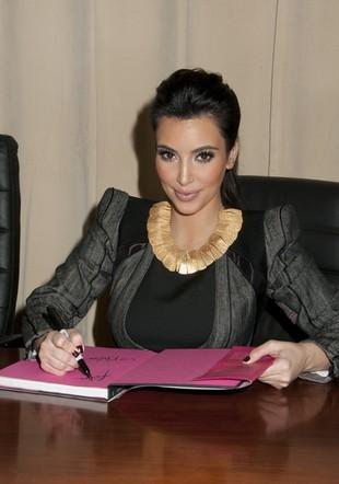 Siostry Kardashian znów promują (FOTO)