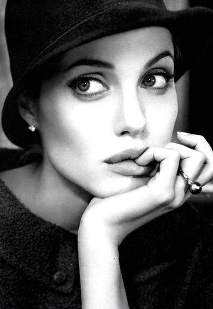Angelina Jolie będzie twarzą Armaniego