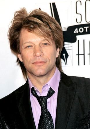 John Bon Jovi, a na nim cztery półnagie kobiety (FOTO)