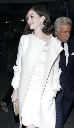 Anne Hathaway w idealnej kreacji (FOTO)