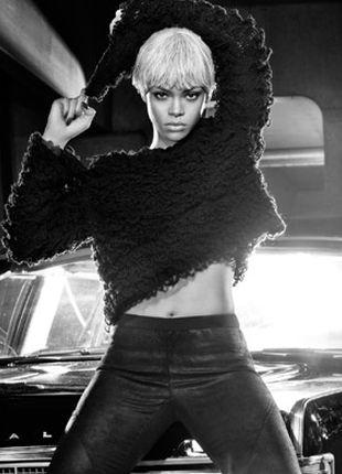 Blond Rihanna w kampani Armani Jeans (FOTO)