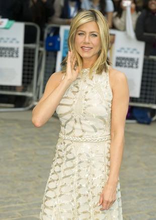 Jennifer Aniston nie mogła wybrać taniej kreacji (FOTO)