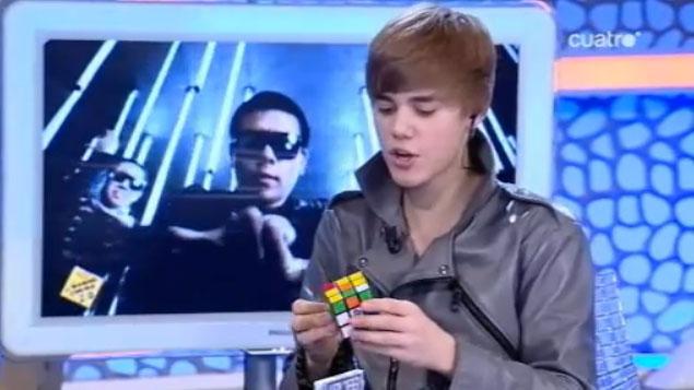 Jak Justin Bieber ułożył kostkę Rubika (VIDEO)