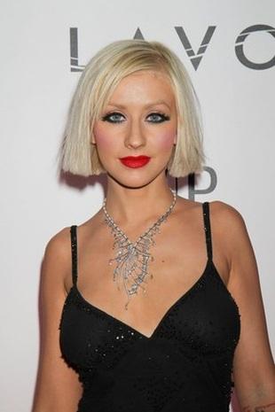 Aguilera lubi moczyć erotyki w wannie