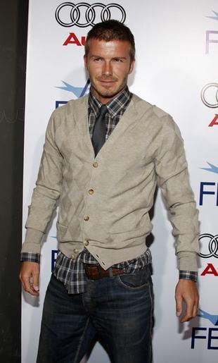 David Beckham - ponętny nawet w stroju kelnera