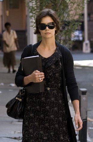 Katie Holmes ubrana w byle co dla... innych! (FOTO)